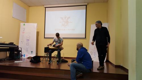 Workshop with the hurdy gurdy, a medieval traditional musical instrument. Meeting in Ribeira (Spain) in March 2018