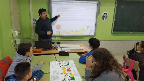 ERASMUS+. CULTURAL WEEK OF IES NÚMERO 1 DE RIBEIRA (SPAIN). IN THE PICTURES, THE ENGLISH TEACHERS ISMAEL ARNOSO AND MANEL SANTIAGO EXPLAINING AND PLAYING THE GAME OF THE GOOSE TO THEIR STUDENTS
