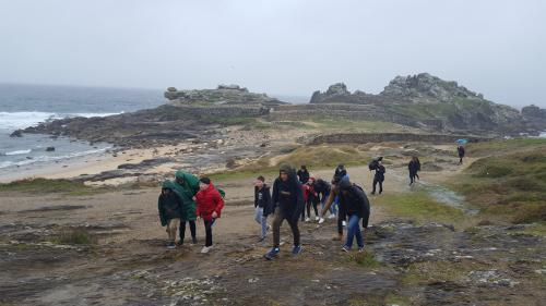 Acknowledgments to the City Council of Porto do Son for the guided tour that offered us at the spectacular Castro de Baroña
